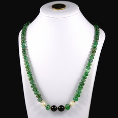 Transparent emerald necklace, certificated with cultured pearls – 18kt/750 yellow gold clasp