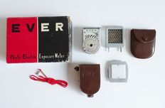 Vintage light meter EVER type NE-1 complete with accessories, box and leather pouches