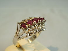 Gold ring with rubies totalling 0.82 ct