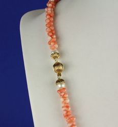 Necklace made of natural pink/white coral with large 14 kt yellow gold clasp with two pearls