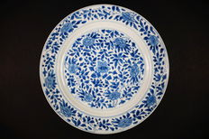 Blue and white 'floral' plate - China - Kangxi period (1662-1722)
