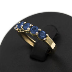 Yellow gold ring with round cut sapphires and brilliant cut diamonds.