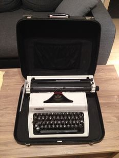 """Typewriter """"Erika Modell 127"""" with all accessories"""