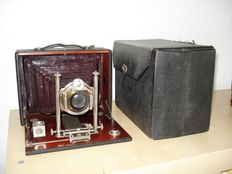 Very rare Dr. Lüttke and Arndt Wandsbeck wooden travel camera from 1920, top