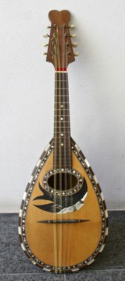 Beautiful old Italian mandolin in playable condition: around 1900 / 1920.