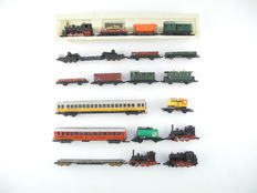 Arnold/Trix/Fleischmann/and others N - 4 steam locomotives, 3 passenger- & 11 freight carriages, most of the DB [413]