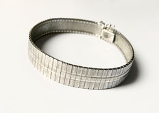 Silver bracelet with beautiful pattern