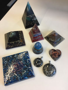 Orgonite collection - pendants, heart, pyramids, sphere and disc - 3 to 11cm  (9)