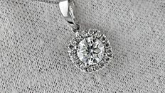 IGL 1.23 ct si1 round diamond pendant in 14 kt white gold