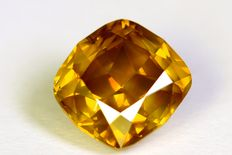 Cushion cut diamond of 1.15 ct, Fancy Orangy Yellow (colour treated) SI1 - No reserve price