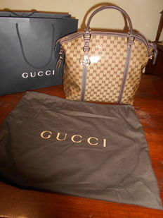 Gucci – Large shoulder bag with cross-body strap