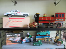 USSR/Hungary/China - Length 18-35 cm - Lot with 7 pieces of tin toys with batteryclockwork/friction motor, 1960s/90s