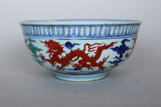 Large dragon bowl with four copper-red dragons on the walls - China - end of the 20th century