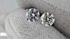 IGL  1.18 ct round diamond stud earrings 14 kt white gold