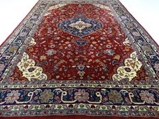 "Keshan - 240 x 165 cm - ""Oriental carpet in gorgeous condition""."