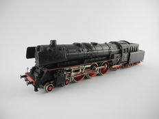 Märklin H0 - 3048 - Steam locomotive with pulled tender BR01 of the DB, with smoke generator [422]