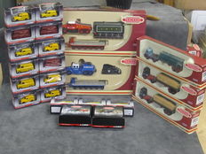 Corgi - Scale 1/76 - Lot with 26 models: Scammel, Foden, ERF, Morris, Vauxhall & Ford