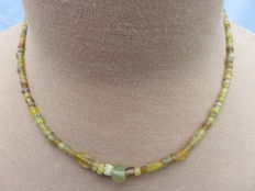 Roman necklace with yellow iridescent glass beads - 44 cm.