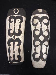 Two small shields in black and white pigment - Asmat  - West Papua