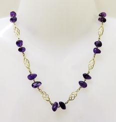 Vintage 333 gold necklace / collier with 18 natural amethysts in purple