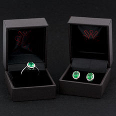 Set of ring and earrings in gold with emeralds and diamonds