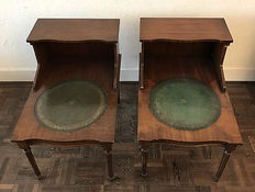 Pair of mahogany side tables with green leather, England, ca. 1920