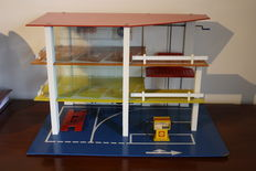 SIO - Vintage Toy garage with elevator for Dinky/Corgi Toys, 60s/70s