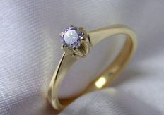 Elegant ring in 18Kt/750 gold with brilliant of 0.13 ct