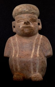 Pre-Columbian Moche culture - squatting man in poncho - 19.5 cm