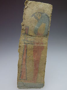 Egyptian decorated linen mummy wrapping with decoration of one of the sons of Horus (Qebehsenuef) - 10.3 cm