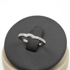 White gold ring set with brilliant-cut diamonds. Ring size: 12.5 (ESP).