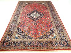 "Keshan – 293 x 200 cm – ""Eye-catcher in coral pink – Persian carpet in wonderful condition – Made of the finest kork wool."""
