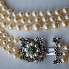 3- row pearl necklace with sea pearls 4 - 8 mm and Goldsmith lock set with emeralds and pearls