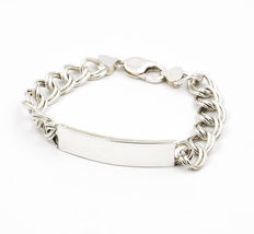 Silver bracelet composed of double links, with lobster clasp.