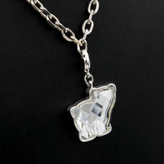 Silver and quartz choker and bear shaped pendant with footprints. No reserve price