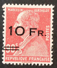 France 1928 – Airmail no. 3 with ROUMET certificate and several signatures