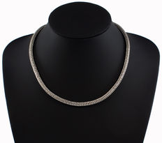 Snake links chain made of 925 sterling silver. Origin: Bali, Indonesia