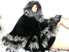 Bella Pelliccia Italy – Silver fox / Chinchilla rex shorn cape poncho