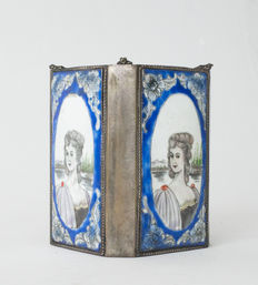 Special metal box decorated with European-style women on porcelain plates - china - 19th century.