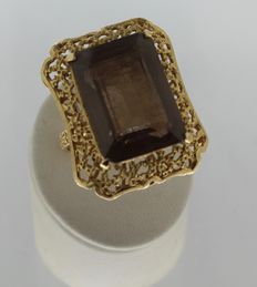 Art Deco cocktail ring with smoky quartz