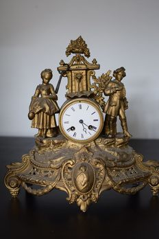 Pendulum clock in French metal alloy, in 18th style.
