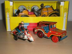 Schuco/Huki, Germany/Japan - Length 10-22 cm lot with tin Mercer Oldtimer, motorcycle and Jeep with clockwork/friction motor, 1950s/70s