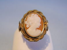 Gold Ring with hand-cut shell cameo