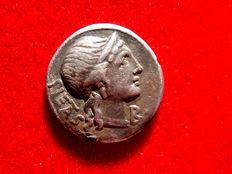 Roman Republic - M. Herennius silver denarius (3,19 g. 17 mm.) Rome mint, 108/107 B.C., PIETAS. Amphinomus carrying his father. Mint mark B.