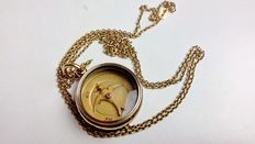 Pendant in 18 kt gold with a chain, the design is a compass with the Holy Spirit.