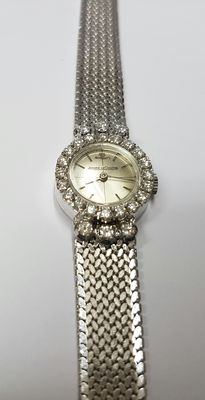 18 kt white gold watch Jaeger - Le Coultre, set with 26 diamonds 0.96 ct