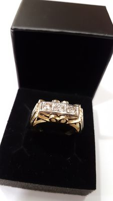 A 14 kt brilliant gold ring with 0.45 ct.