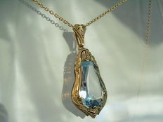 Signed pendant with hexagonal facetted light blue spinel