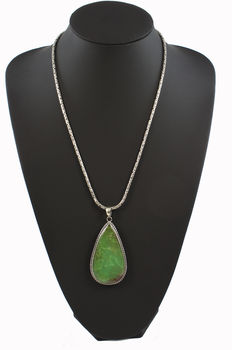 925 sterling silver pendant with nephrite jade and 925 sterling silver chain with borobudur links