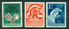 Austria 1899-1986 Collection of 1083 stamps + 2 minisheets